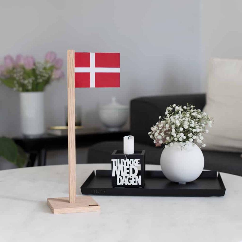 Billede af Felius - Dansk bordflag - Egetræ og læder